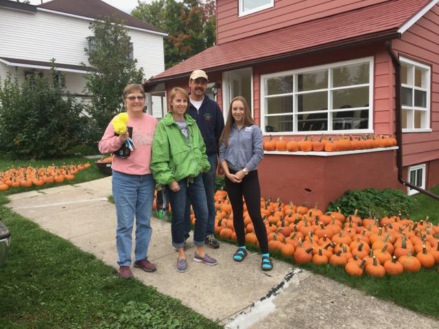 Image of 500 pumpkins with Jane, Jackie, Robert and MacKena